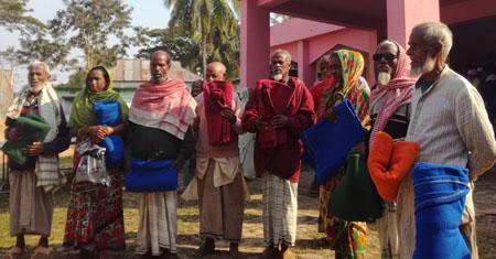 """শাবি'তে স্বেচ্ছাসেবী সংগঠন """"সঞ্চালন"""" এর শীতবস্ত্র বিতরণ"""