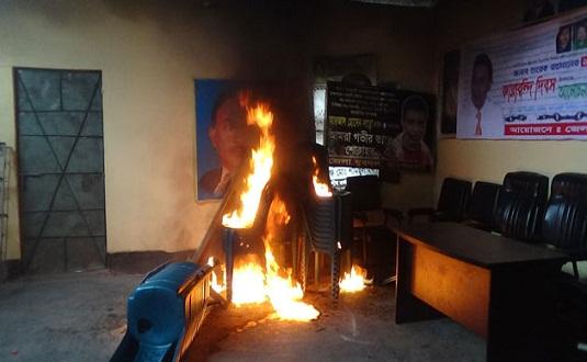বিএনপি অফিসে আগুন : সাবেক এমপিসহ ৩১ জনের বিরুদ্ধে মামলা