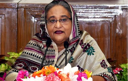 খালেদা জিয়া অন্ধ, তাই সরকারের সাফল্য দেখছেন না : প্রধানমন্ত্রী