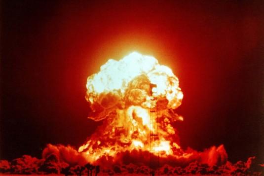 যুক্তরাষ্ট্র-উ.কোরিয়ার প্রস্তুতি চূড়ান্ত পর্যায়ে, তৃতীয় বিশ্বযুদ্ধের দ্বারপ্রান্তে বিশ্ববাসী!