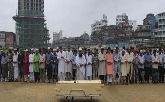লাকী আখন্দের মরদেহ শহীদ মিনার প্রাঙ্গণে