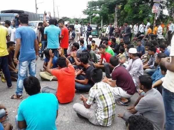 এমসি কলেজ ছাত্রাবাস ভাংচুরের প্রতিবাদে সড়ক অবরোধ