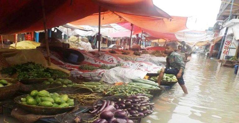 জগন্নাথপুরে ৫০ গ্রামের মানুষ পানিবন্দি, ৩২টি স্কুল বন্ধ ঘোষনা