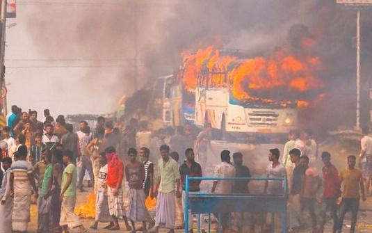 ভারতের নাগরিকত্ব আইনের প্রতিবাদে জ্বলছে পশ্চিমবঙ্গ