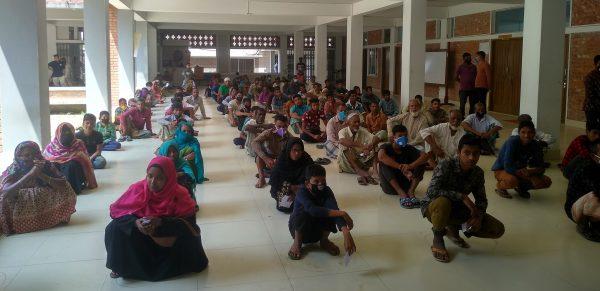 রাগীব-রাবেয়া ফাউন্ডেশনের উদ্যোগে দুস্থদের মাঝে খাদ্য সামগ্রী বিতরণ