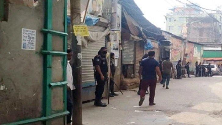 নৌবাহিনী কর্মকর্তাকে মারধর : হাজী সেলিমের বাড়িতে র্যাবের অভিযান চলছে