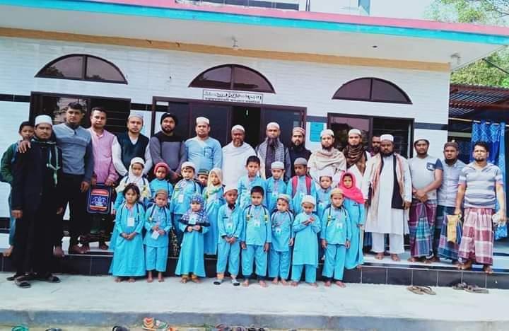 দক্ষিণ বলদীতে জান্নাতুল মা'ওয়া ইসলামিক একাডেমির অভিষেক : শিক্ষা উপকরণ বিতরণ