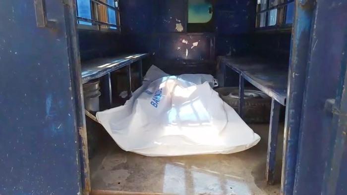 মোগলাবাজারে স্ত্রীকে 'ঘুষি' মেরে হত্যার পর থানায় এসে ধরা দিলেন স্বামী